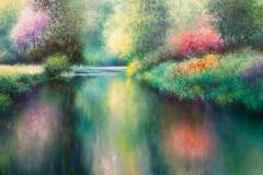 Frühlingswiese mit bunter Natur, Fluss und Bäumen